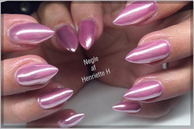 Nail pigment chrome. Smukke pink gele negle lavet af Henriette har lavet, Henriette var været kunde hos nail4you i 10 år. Disse negle er lavet i pink gel polish med Chrome pigment over