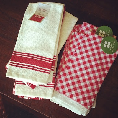 Vintage style red gingham dish towels at Kmart!!: Aprons Tea Towels, Dishtowels, Ideas, Gingham Dish, Dish Towels, Vintage Decor, Vintage Towels, Vintage Style