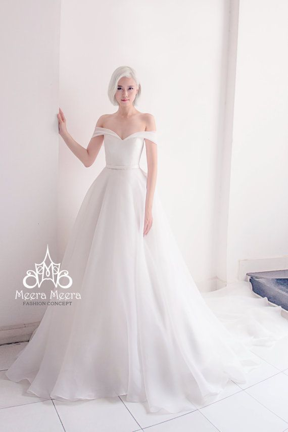 Brand: MEERA MEERA FASHION CONCEPT Design: Custom made Wedding Gown in 2015 Made in Vietnam Ball gown sweetheart neckline Off Shoulder Sleeveless Chapel Train Taffeta simple Wedding Dress Zipper closure at back Material: taffeta, satin Color: White, ivory, color can be customized to your liking We use only the best quality materials! Boning/Bra cups are included  The wedding and party dress collections uploaded here embody our signature style of Textile Design, innovative draping and trend…
