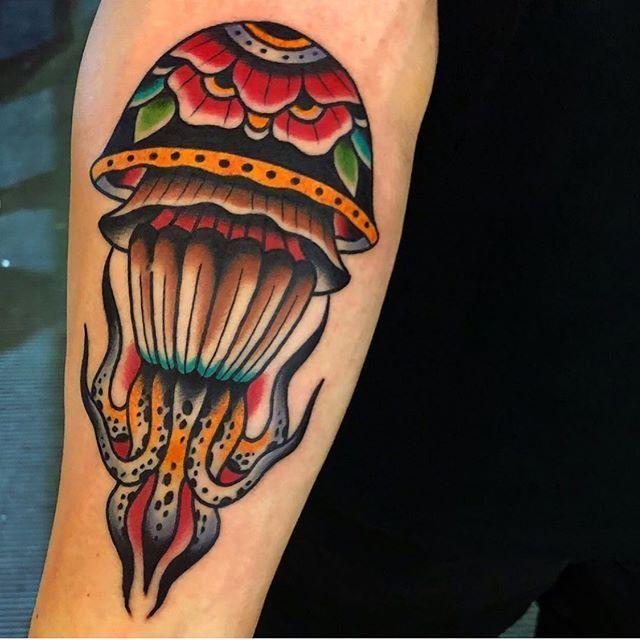 Jellyfish By Samuele Briganti Boldwillholdfirenze Tattooshop Florence Boldwi Boldwi Boldwill Traditional Tattoo Jellyfish Traditional Tattoo Tattoos