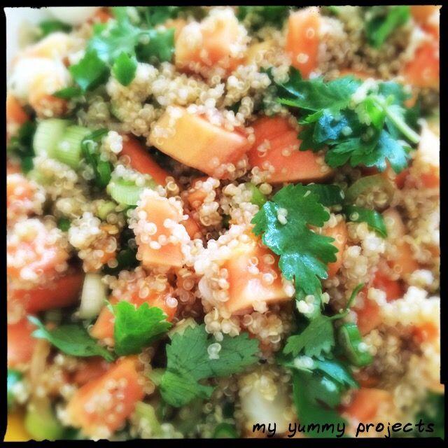 Quinoa-Papaya-Salat mit Koriander