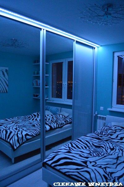 Szafa w sypialni.Wardrobe in the bedroom.
