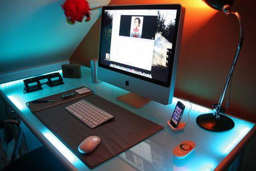 Inspiring Workspace: 24 Mac Setups On A Glass Table
