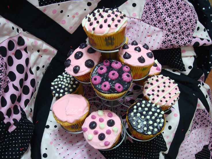 26 best Quilt cakes images on Pinterest | Birthday sheet cakes ... : quilt cupcakes - Adamdwight.com