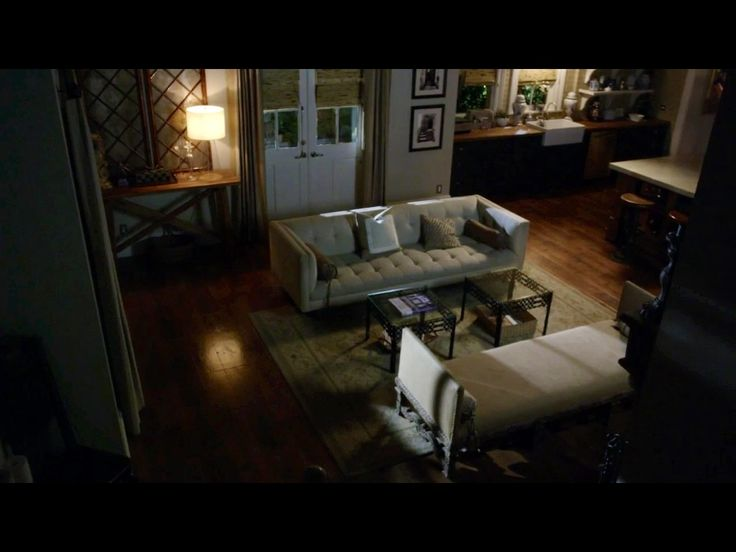 Pretty Little Liars Spencer Hastings' house open living room and kitchen. Love it all.