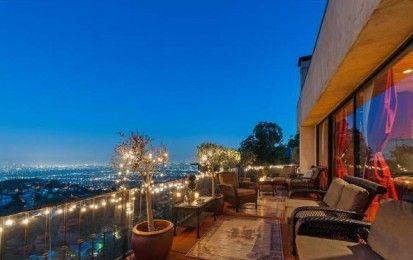 Venduta a Los Angeles la casa di Robin Thicke, il cantante di Blurred Lines - Dopo il naufragio del suo matrimonio, Robin Thicke è stato costretto praticamente a svenderla per fare fronte alle spese legali legate ad un contenzioso per i diritti di autore di una delle sue canzoni più celebri.