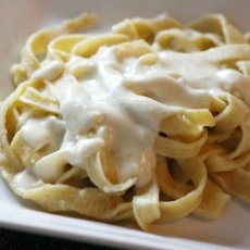 Quick and Easy Alfredo Sauce. Made this for dinner. really easy, I recommend adding a little more flavor though ;)