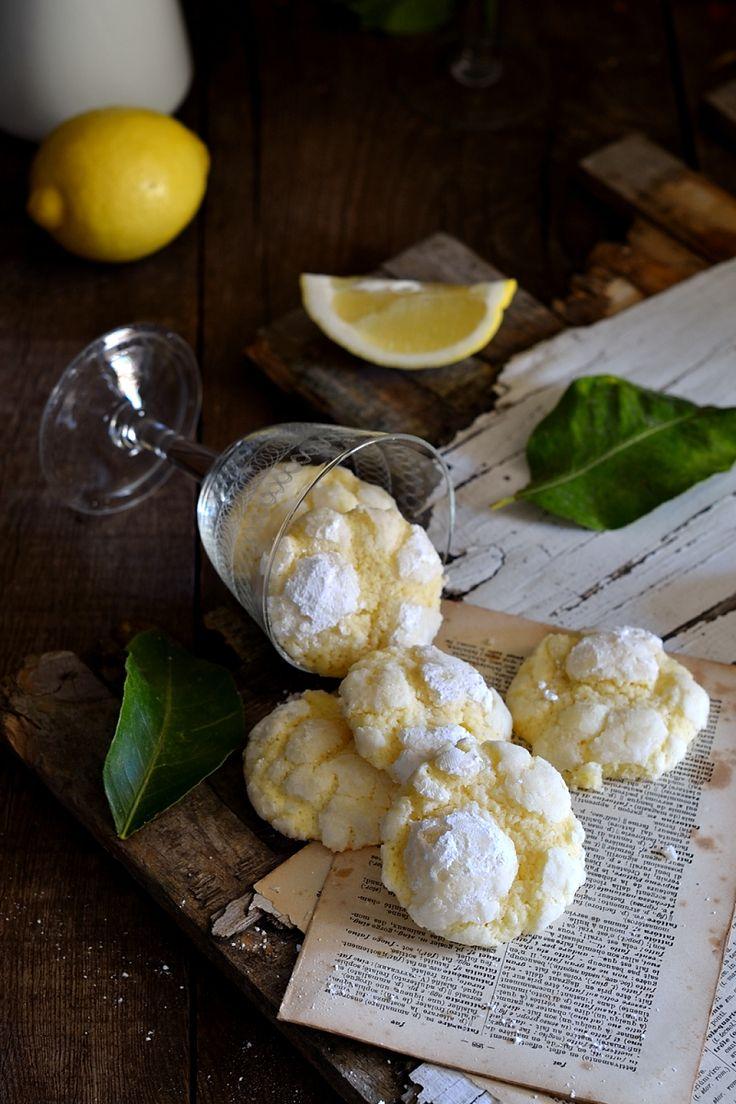 Un biscotto tutto nuovo preparato con una frolla montata profumata al limone dal cuore tenero e l'esterno croccante, una delizia per il palato.