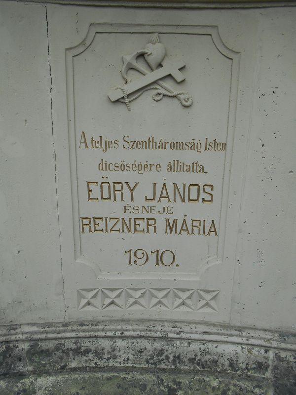 Szentháromság szobor (Gyulakeszi) http://www.turabazis.hu/latnivalok_ismerteto_1349 #latnivalo #gyulakeszi #turabazis #hungary #magyarorszag #travel #tura #turista #kirandulas