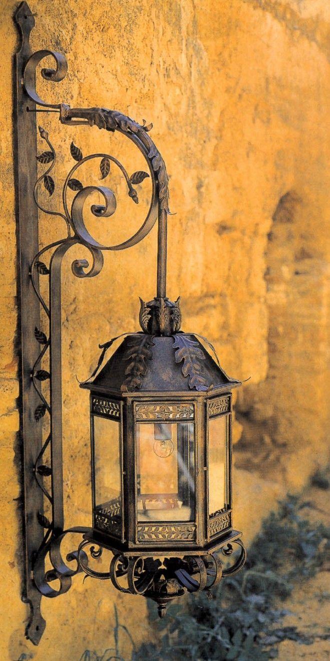 Lámpara Farol con pescante pequeño. 150x50x38cm