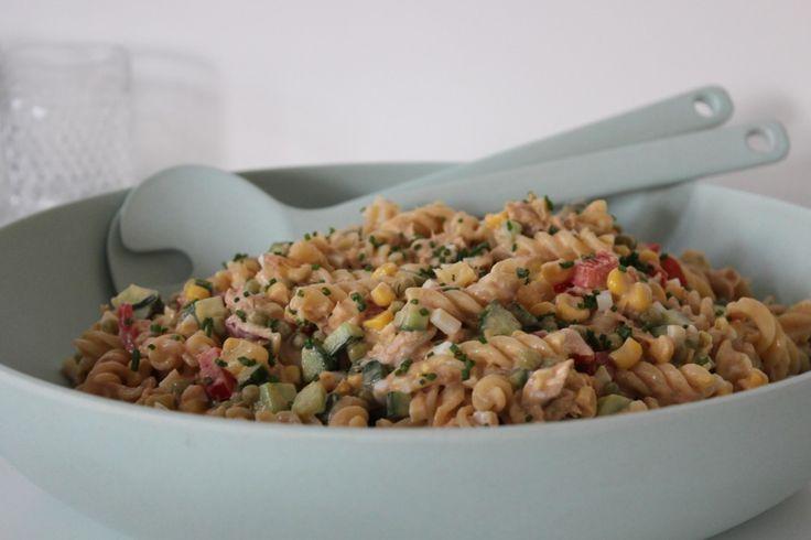 Deze koude pastasalade met tonijn is één van mijn all time favorites bij warm…