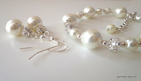 Ivory pearl bridesmaid jewelry set pearl bracelet and by Gemnotic, €21.00
