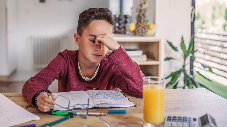 Does your child feel anxiety about going back to school? Feeling anxious about a new school year isn& uncommon, but it& hard to know how to stop it. Get tips here. School Stress, Starting School, Going Back To School, School Hacks, School Tips, School Ideas, School Resources, Homeschooling Resources, Teachers