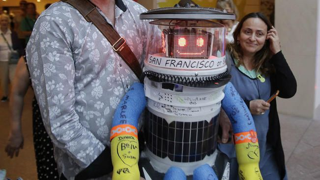Hitchhiking Robot That Relied on Kindness of Strangers Destroyed on Cross-Country Trip | NBC4 Washington