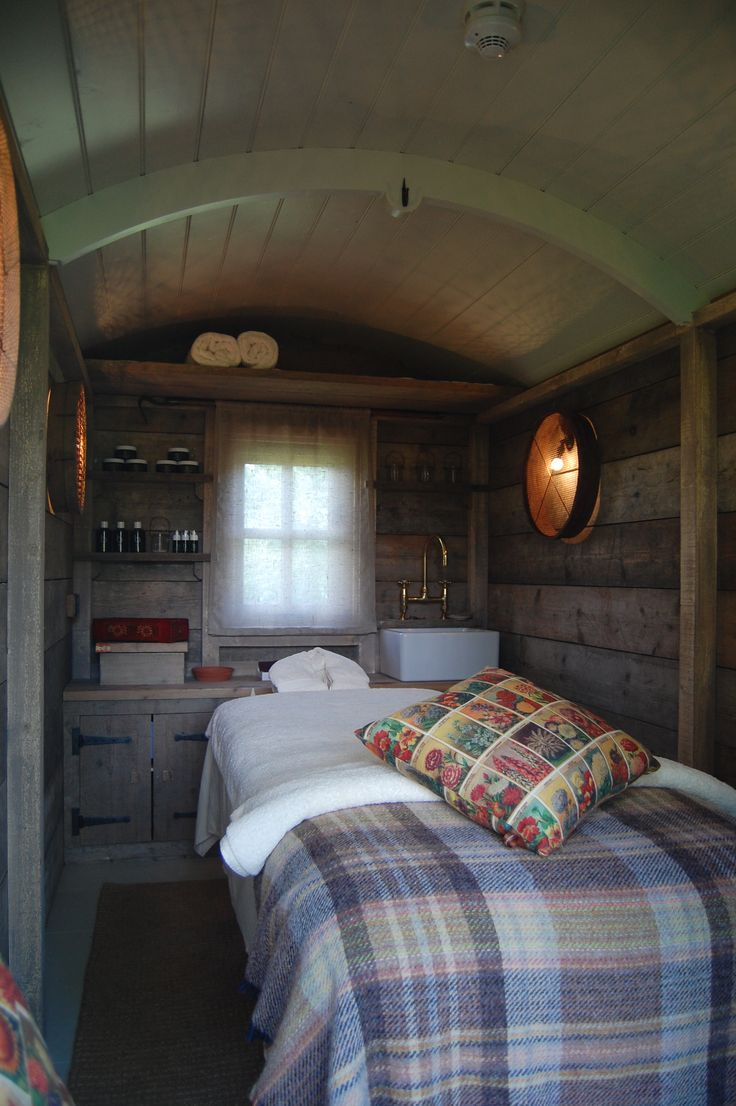 Plankbridge Shepherd's Huts, Dorset Interior of Spa hut, Pig on the beach hotel