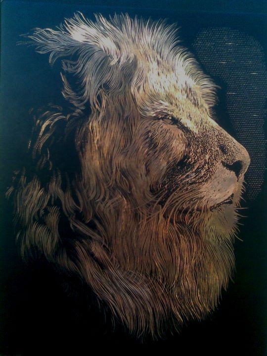 hlava lva (škrábáno na zlatém podkladě)