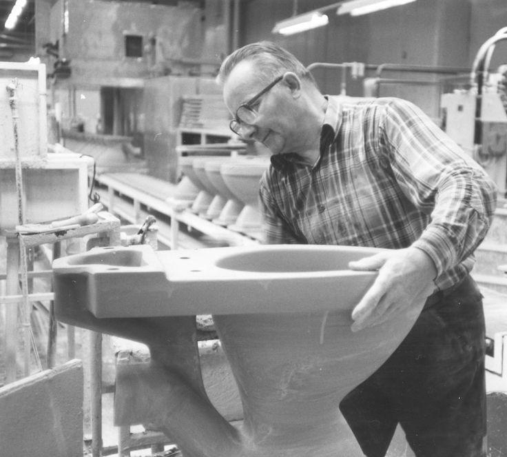 Valmiit wc-istuimet tarkistetaan käsin edelleen tehtaillamme ennen myyntiin vientiä. http://www.ido.fi #bathroom #bathroomdesign #interiordesign #homespa #scandinaviandesign #bathroomideas #bathroomsink #interiordecoration #toilet #factory #sink #finnishdesign #bathroominspiration #ceramics #ceramicsoven #bathroomidea #tap #washbasin #fauset #behindthescenes #sanitary #porcelain #interiorideas #advertisement #history #toiletseat #qualityinspection #worker #makers