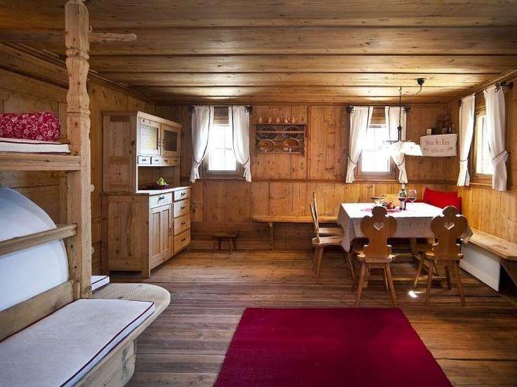 Soggiorno in legno - Idee da cui prendere ispirazione per arredare il soggiorno in stile tirolese.