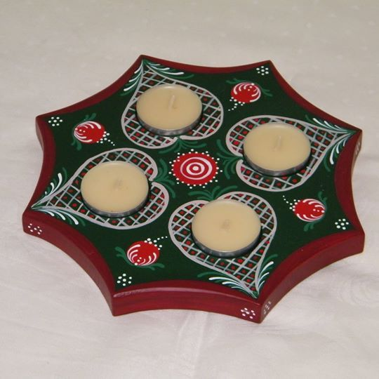Hand painted wooden candle holder: ~ 21 cm x 21 cm x 1,8 cm