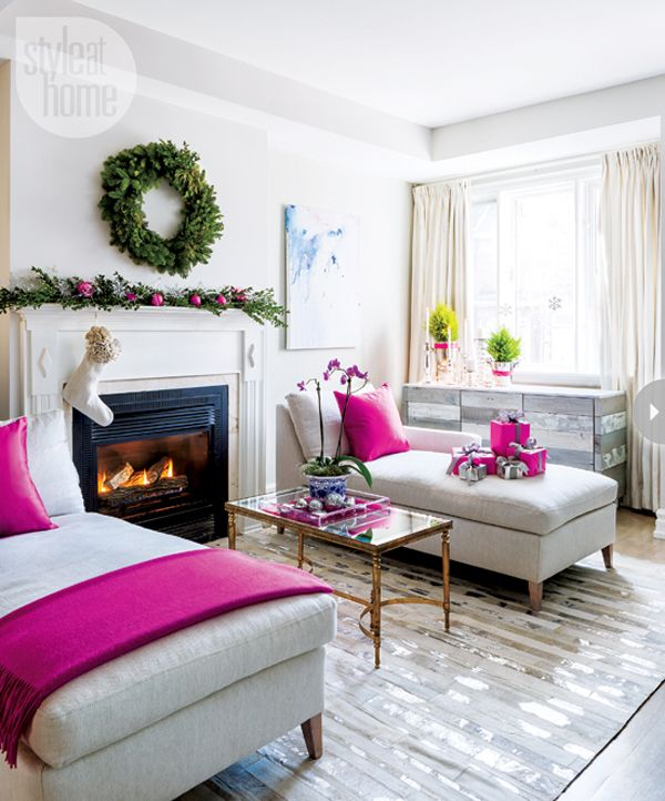 53 Wonderfully modern Christmas decorated living rooms ... This living room almost looks like a bedroom