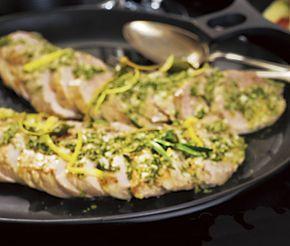 Till fest och andra speciella tillfällen passar denna recept på saftig fläskfilé perfekt. Köttet blir smakrikt då du marinerar det både en och två gånger innan det serveras. Filén serverar du kall i skivor.