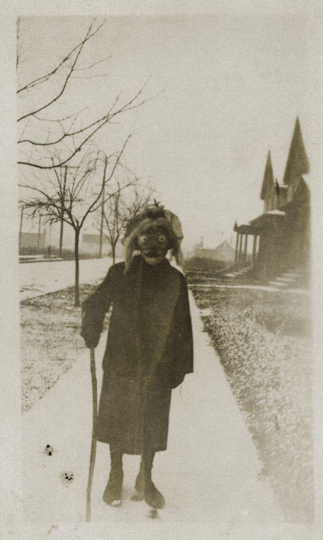 Il y a 100 ans, les premières photos d'Halloween foutaient vraiment les jetons | Buzzly