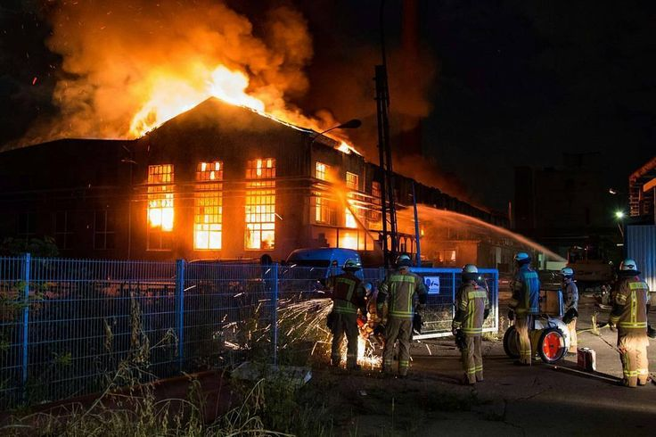 FEATURED POST  @christophersharms -  Feuer Lagerhalle in Berlin - #lichtenberg Christopher Sebastian Harms . . TAG A FRIEND! http://ift.tt/2aftxS9 . Facebook- chiefmiller1 Periscope -chief_miller Tumbr- chief-miller Twitter - chief_miller YouTube- chief miller  Use #chiefmiller in your post! .  #firetruck #firedepartment #fireman #firefighters #ems #kcco  #flashover #firefighting #paramedic #firehouse #straz #firedept  #feuerwehr #crossfit  #brandweer #pompier #medic #firerescue  #ambulance…