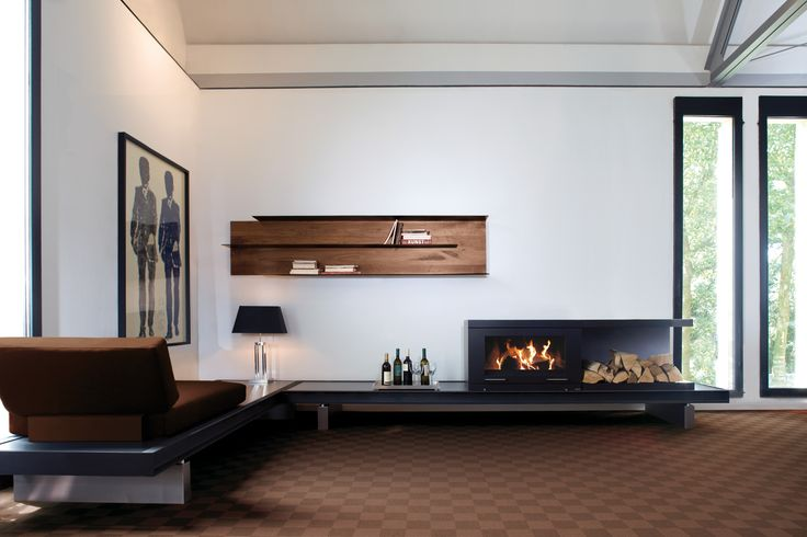 Nowoczesny kominek Balance firmy Skantherm, można zamontować na ścianie.