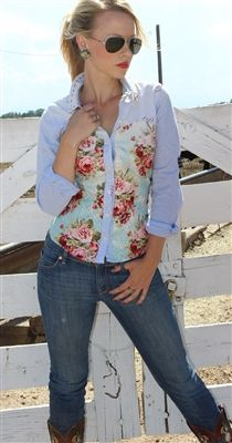 It's a glamorous cowgirl look and I am implement in luvv! :)