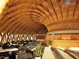 Resultado de imagem para parede inclinada bambu
