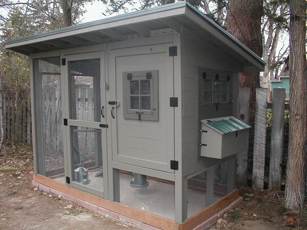 The Color Scheme And Design Of This Coop Are So Elegant I Love The Overhang On The Roof More Chickenco Chicken Diy Chickens Backyard Building A Chicken Coop