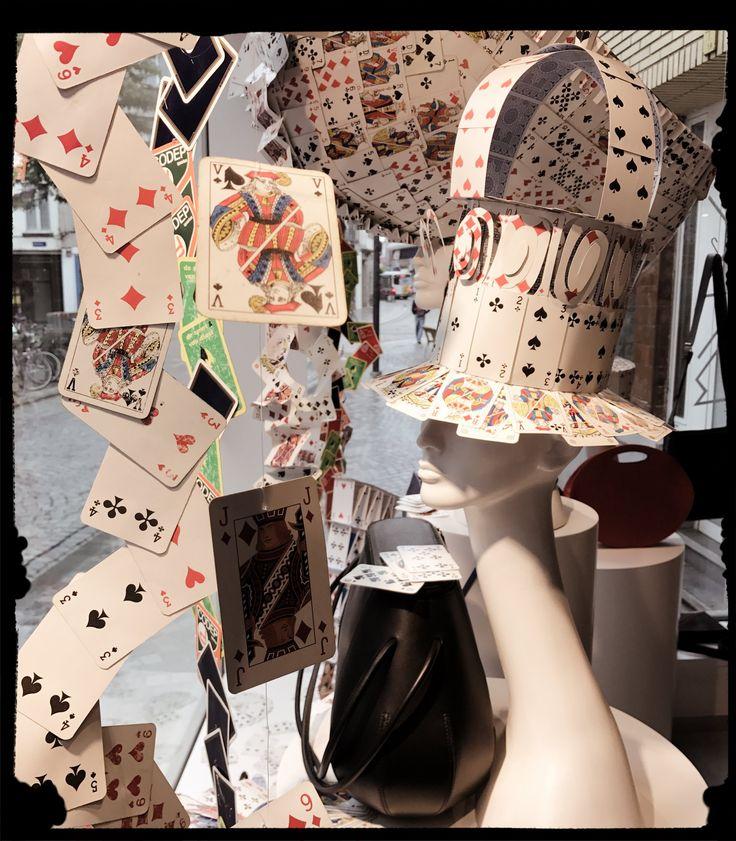 window display - etalage - shop - cards - hats - www.awardt.be