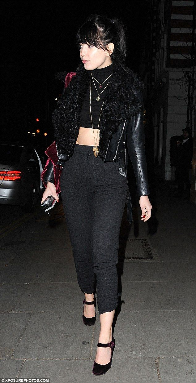 Top of the crops: Daisy looked sensational as she flashed her abs in a black crop top...