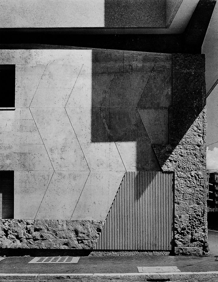 Luigi Moretti - Scarpa-esque details at the base of the Il Girasole apartment building, Rome 1950. Scanned from here.