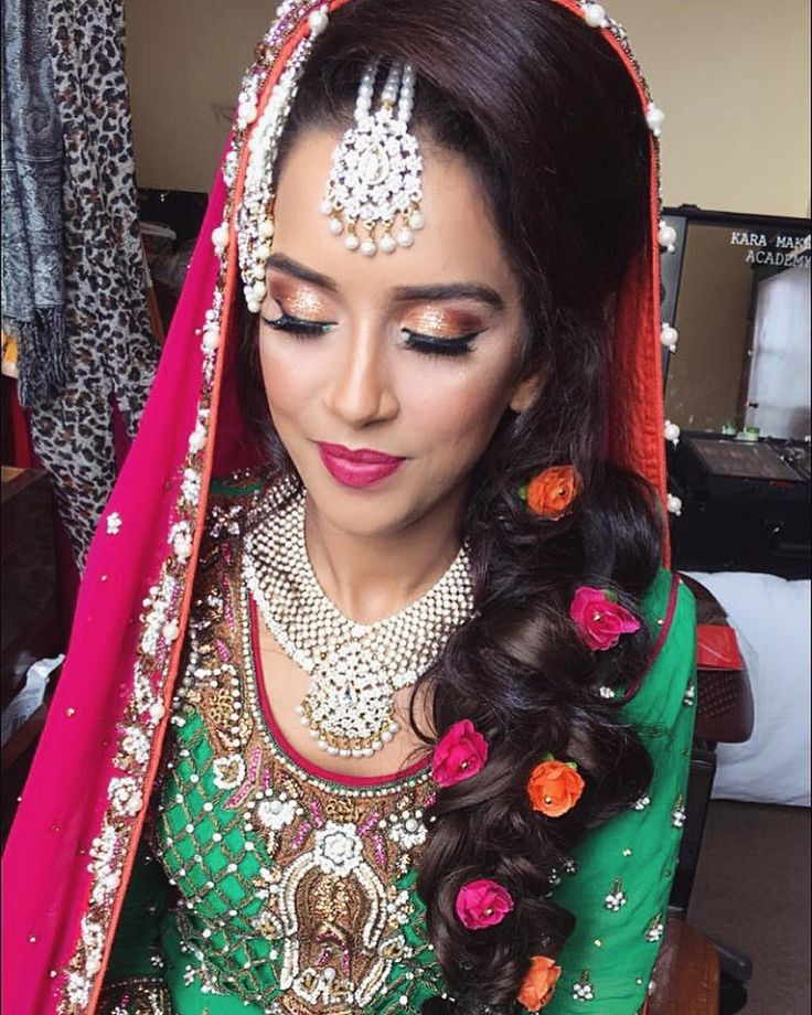 Stunning orange & bronze glitter look paired with a colourful mehndi dress  Add me on Snapchat for more  Karamakeup  For booking enquires  info@karamakeup.com  #makeup #asianbrides #asianfashion #vegasnay #hudabeauty #asianbeauty #asianweddings #asiangrooms #weddings #weddinginspo #karamakeup #weddingexhibition #bridalcatwalk #makeup #makeupartist #manchester #love #fb