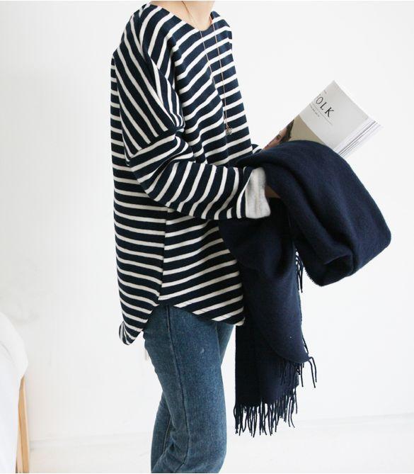 Aquela blusa listrada básica que não pode faltar no armário. Ainda mais com uma calça jeans linda!