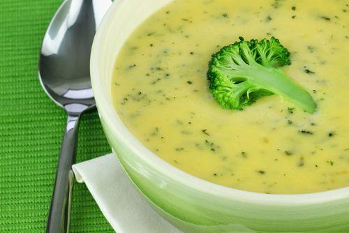 Σούπα βελουτέ μπρόκολου με κρέμα