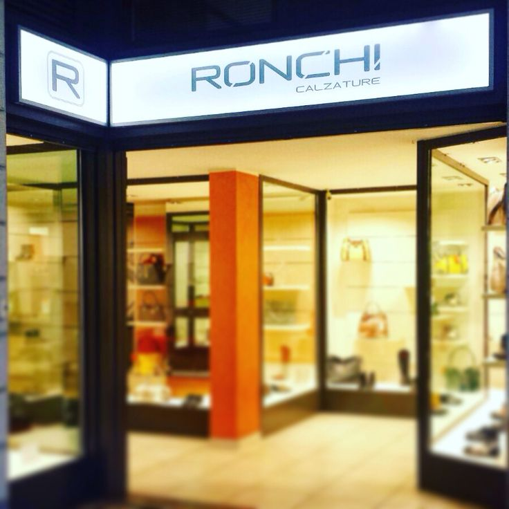 Insegne a led #bsacommunication #tuttoperlatuaimmagine #insegne #vetrofanie #negozio #web #pubblicita #ronchi #ronchicalzature #cusanomilanino