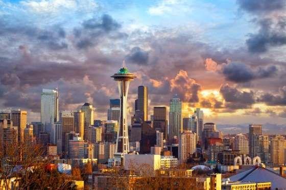 Representativa de la era en la que se construyó, el Space Needle de Seattle marca el horizonte de la... - Dibrova© Dibrova