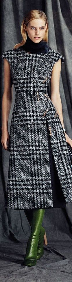 Minus the scarf and green boots and adding a little longer sleeves this outfit would have been perfect. I love the design, the plaid used. It's something I could wear all day too. Fausto Sarli FW 2015/16