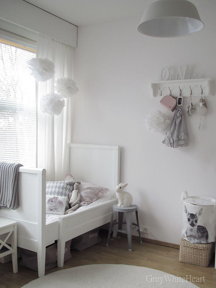Toddler girls' room