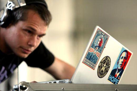 Artist Shepard Fairey gets probation in Barack #Obama 'Hope' poster copyright case