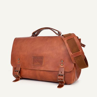 AIRE MESSENGER - size 1 - Brown Arizona // 100% Portuguese vegetable tanned leather.