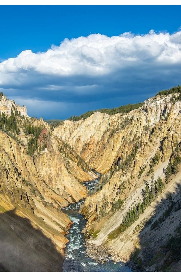 Travelling to a National Park? Read our travel story on Yellowstone National Park. Wildlife, scenery & incredible weather. Read now! Travel tips for Yellowstone.
