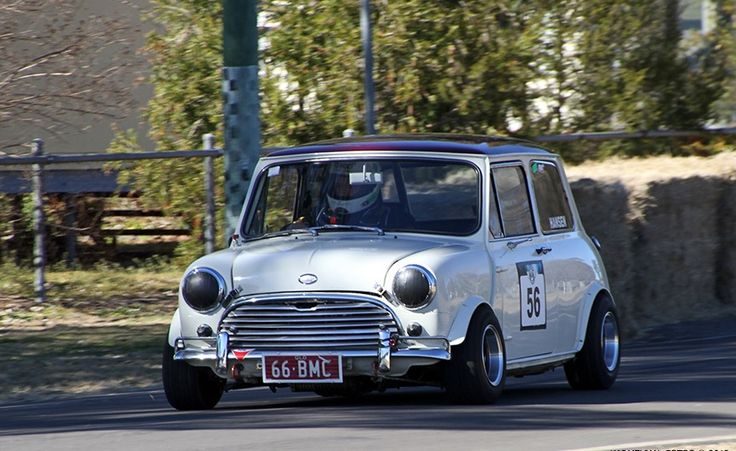 classic Mini Cooper -that tires setup!