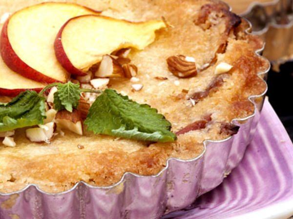 Knäckig mandel- och persikopaj | Recept från Köket.se