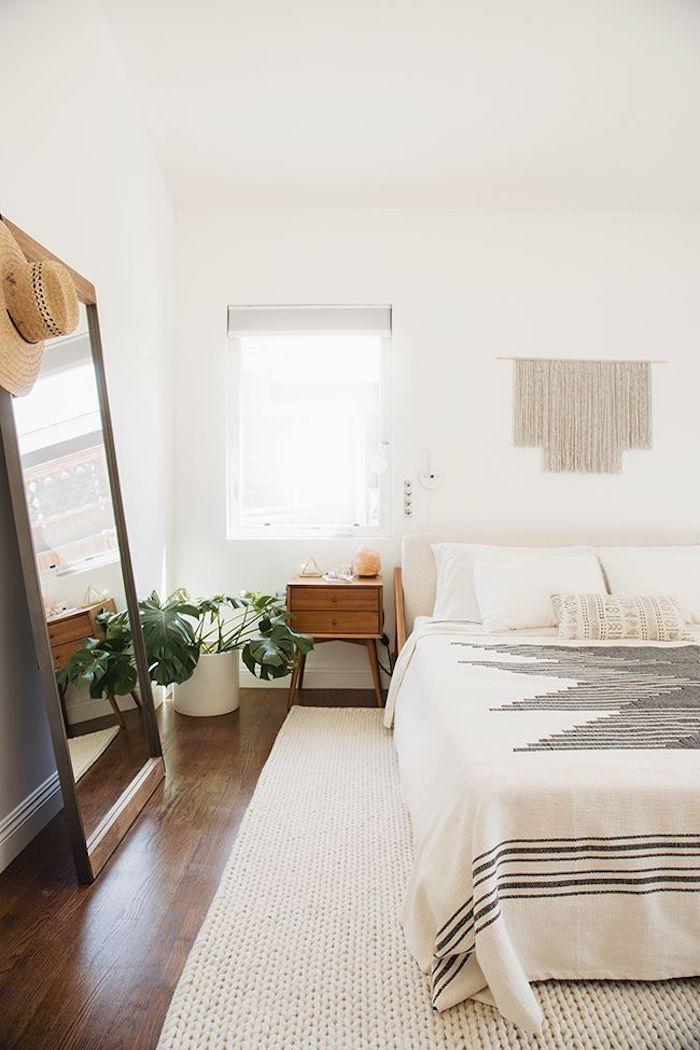 deco chambre simple murs blanches plancher de bois deco chambre adulte cool idee design moderne pour petite chambre avec grand miroir