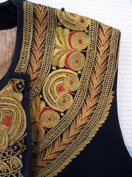Costume brodé / Embroidery costume detail/ Brittany France