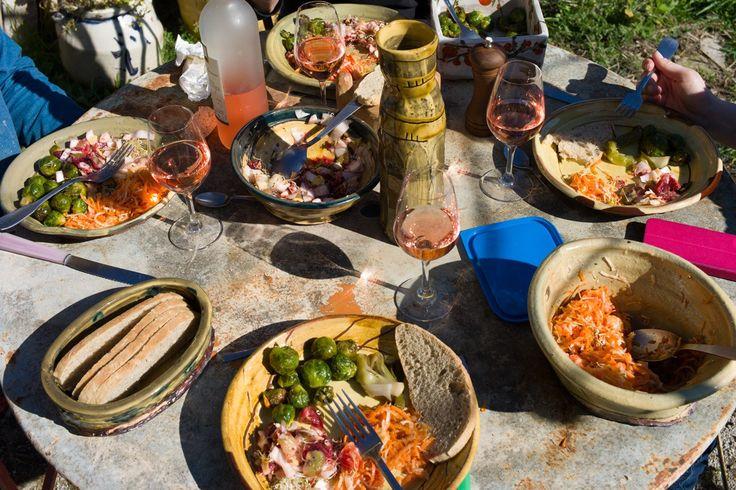 lunch-at-jean-nicolas-gerard's-gitte-on-his-own-slipware-pots