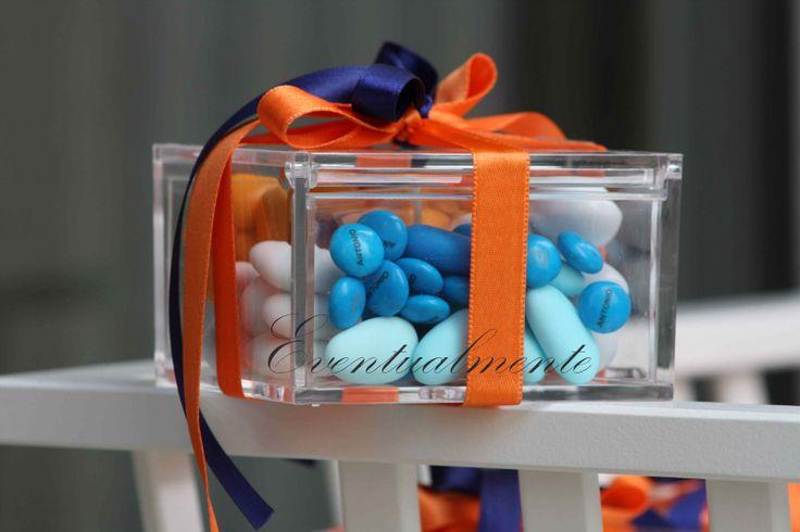 Bomboniere in blu e arancione per cresima con M&M's personalizzate